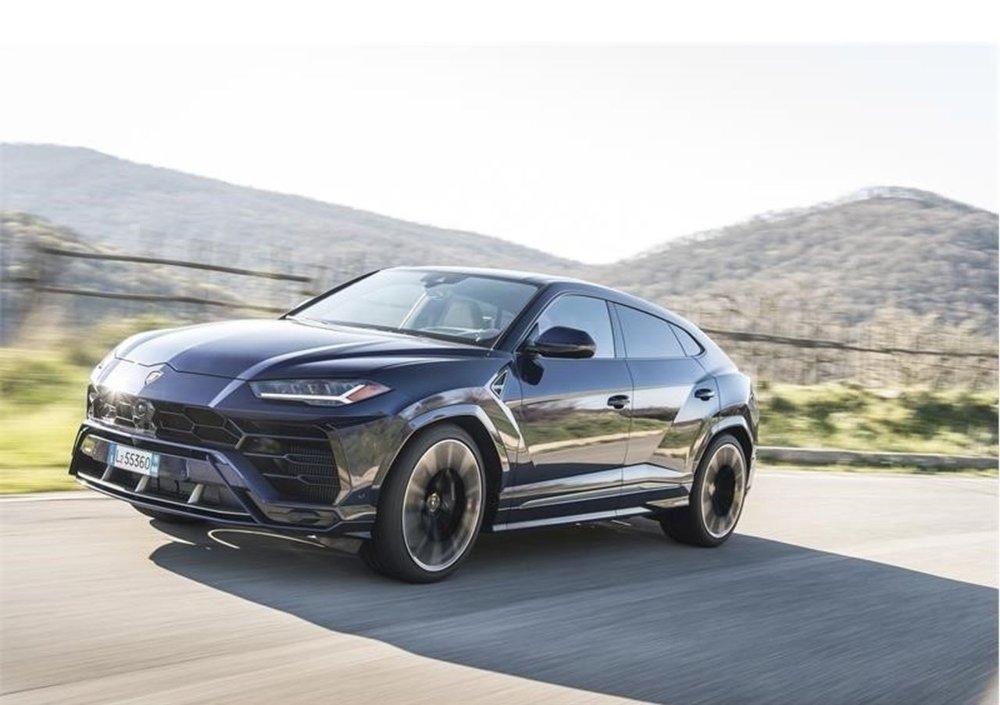 Lamborghini Urus La Nuova Auto Di Francesco Totti Autosinistrate Com Compro E Vendo Auto Incidentate Sinistrate Motore Fuso